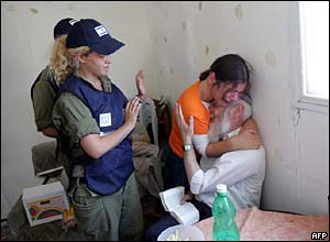 Israeli settler and his daughter weeping before eviction