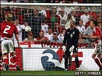 David James recibe una goleada en Dinamarca.