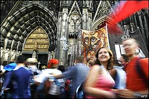 Pilgrims dance outside Cologne cathedral