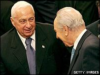 Ariel Sharon (izquierda) junto a Shimon Peres