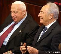 Ariel Sharon y Shimon Peres en la Kneset