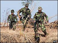 Indonesian troops hunt for Gam rebels