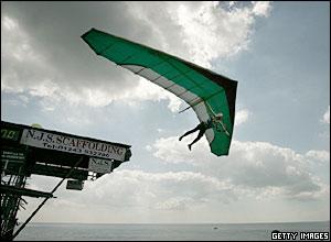 Six-times champion Ron Freeman flies off Bognor Pier
