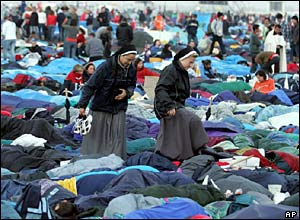 Nuns climb over sleeping pilgrims