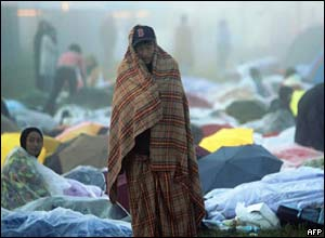 Catholic pilgrims wake up at camp near Cologne