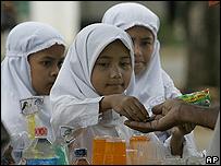 Niñas en Banda Aceh, tras la reapertura de una escuela
