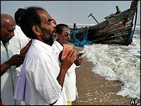 Members of a Hindu sect pray for victims of the tsunami