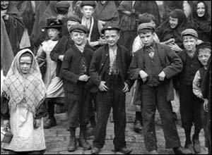 Alfred Butterworth & Sons, Glebe Mills, Hollinwood. Copyright: The British Film Institute