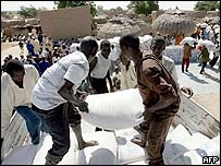 Sacks of food aid arrive in Maradi on 10 August