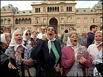 Members of Argentina's Mothers of Plaza de Mayo human rights group stage a protest in Buenos Aires, April 1995