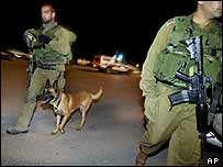 Israeli soldiers at Karni crossing