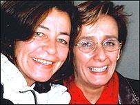 Beatriz Miranda con una amiga que estuvo detenida con ella.