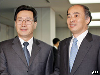 Chinese Vice Foreign Minister Wu Dawei (L) shakes hands with Kenichiro Sasae, Director General of Foreign Ministry