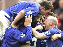 Everton celebrate after Cahill's equaliser