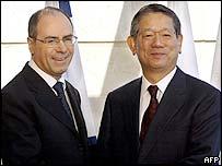 Israeli FM Silvan Shalom with Japanese FM Nobutaka Machimura