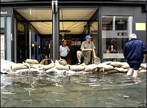 Residents put sandbags in front of one of Lucerne's banks