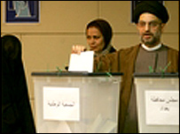 Abdel Azia Al-Hakim casts his vote in the Iraqi election of January 2005