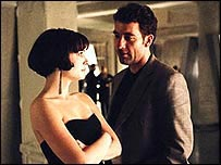 Clive Owen and Natalie Portman in Closer