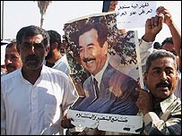 Sunnis show support for Saddam Hussein in Baquba