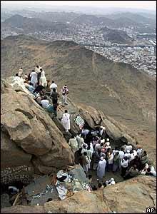 Pilgrims on Mount Noura outside Mecca