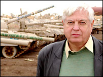 John Simpson in front of tanks in Iraq. Image by Mark McCauley