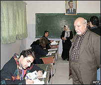 Registering Iraqis to vote in Syria