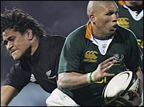 South Africa's Ricky Januarie breaks past the All Blacks defence to score a try