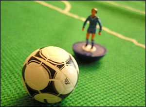 Chelsea Subbuteo figure and ball from the 1980s