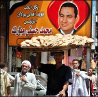 بعد أزمة الخبز مبارك يؘ?ر من الزيادة السكانية