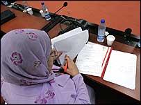 Woman reading Iraq draft constitution
