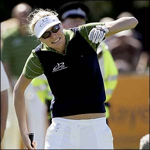 Model Jodie Kidd urges a putt to drop