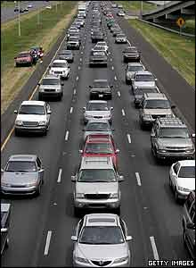 Motorists drive on Interstate 10 west as they evacuate ahead of Hurricane Katrina August 28, 2005 in New Orleans, Louisiana