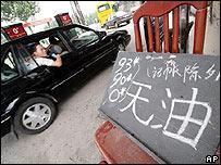 Gasolinera en China indica que no tiene petróleo