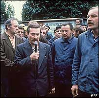 Lech Walesa addressing striking Lenin Shipyard workers in Gdansk, 30 Aug 80