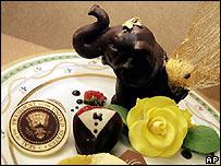 Un plato con postres en el Willard Hotel, Washington