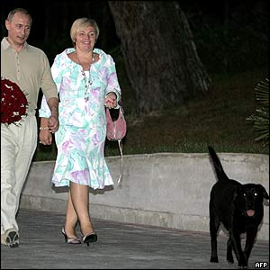 Russian President Vladimir Putin and his wife Lyudmila with pet labrador Koney at Sochi residence, 28 Aug 05