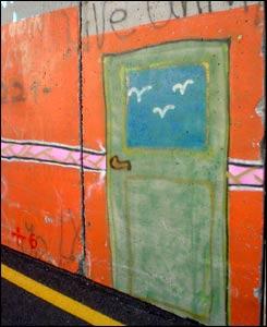 Эта зеленая дверь - художество двух итальянских художников