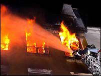 Firefighter tackling Paris blaze, 29 Aug 05