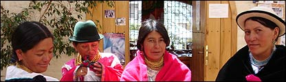 Alumnas de la Escuela Dolores Cacuango