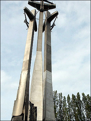 Памятник жертвам 1970 года