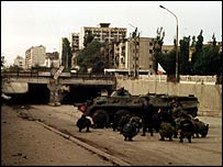 Omon troopers take cover in Grozny (photo from Valeri Gorban's archive)