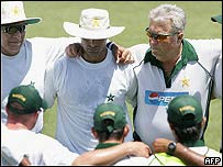 Pakistan cricket team and coach in Perth