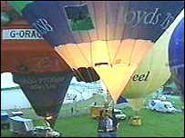 Picture of balloons at the Llangollen Balloon Festival