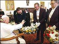 Pope blesses lambs