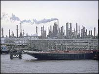 New Orleans oil industry on the Mississippi River, pre-Hurricane