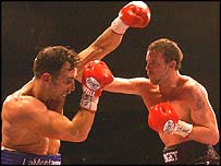 Enzo Maccarinelli (right) had little trouble with Rich LaMontagne