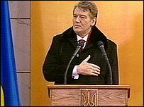 Viktor Yushchenko addresses hundreds of thousands in Kiev's Independence Square
