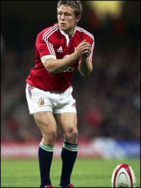 Jonny Wilkinson takes the stance before a place kick for the Lions