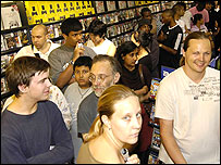 Image of people buying Sony's PSP
