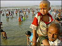 Hindus celebrating Ganga Dussehra, which is devoted to worship of the Ganges, AP
